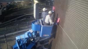 高所作業車による洗い
